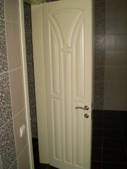 Как вставить дверь в ванной
