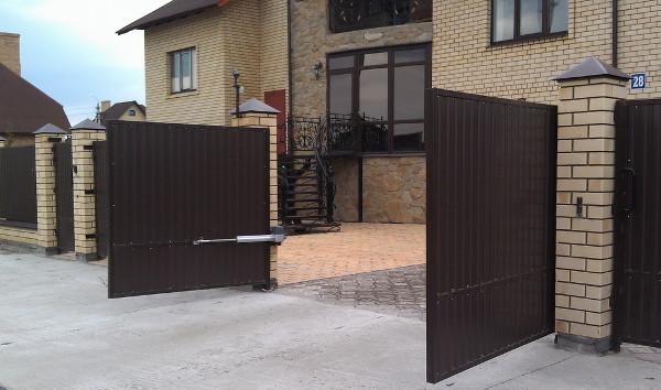 Откатные ворота с автоматическим приводом