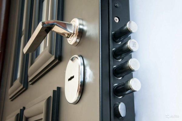 Уход за межкомнатными дверями: какие его правила и особенности?